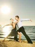Het dansen van het paar tango Stock Afbeelding