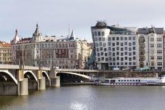 Het Dansende Huis, bijgenaamd Fred en Gember, voltooide in 1996 voor nationale-Nederlanden door Vlado Milunic en Frank Gehry Royalty-vrije Stock Fotografie