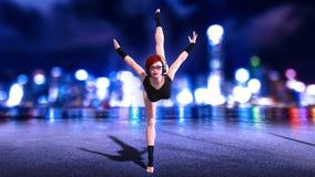 Het dansersmeisje die bevindende gespleten oefening, roodharigevrouw doen die hoofdtelefoons met stadshorizon dragen bij nacht, 3 Vector Illustratie