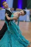 Het danspaar voert jeugd-1 Standaard Europees Programma over Nationaal Kampioenschap uit Stock Fotografie