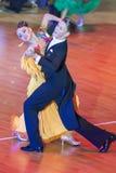 Het danspaar voert Standaard Europees Programma over de Internationale WR de Danskop van WDSF uit Stock Foto