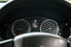 Het dashboard van afstand in mijlen in auto, Snelheidsmeter is maat die maatregelen en vertoningen royalty-vrije stock afbeeldingen