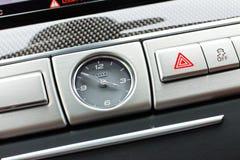 Het dashboardklok van Audi S8 Stock Afbeelding
