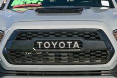Het de Automobiele Grill en Embleem van Toyota Stock Afbeeldingen