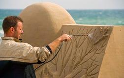 Het de beeldhouwerwerk van het zand aangaande strand Royalty-vrije Stock Foto
