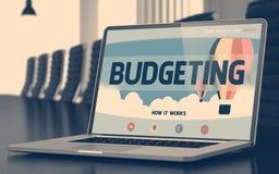 Het in de begroting opnemen op Laptop in Conferentiezaal 3d Stock Foto's