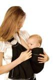 Het de borst geven in slinger Stock Fotografie