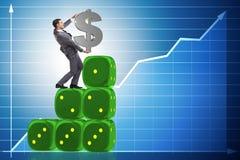 Het de dollarteken van de zakenmanholding bovenop dobbelt piramide Royalty-vrije Stock Afbeeldingen