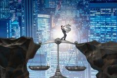Het de dollarteken van de zakenmanholding in rechtvaardigheidsconcept Stock Foto