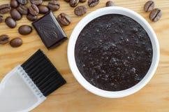 Het de eigengemaakte cacao donkere chocolade en masker van de grondkoffie of schrobben Royalty-vrije Stock Afbeelding
