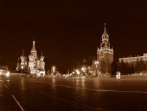 Het de heilige tempel en Kremlin van Vasily in Moskou. stock afbeeldingen