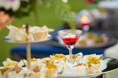 Het de Luxevoedsel en dranken op huwelijkslijst stock afbeelding