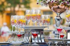 Het de Luxevoedsel en dranken op huwelijkslijst royalty-vrije stock foto's