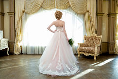 Het de mooie van het het portrethuwelijk van de blondebruid make-up en kapsel royalty-vrije stock afbeelding