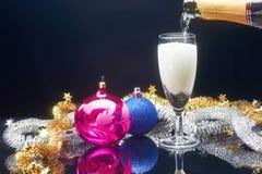 Het de nieuwe glazen en decor van de jaarchampagne Royalty-vrije Stock Afbeeldingen