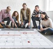 Het de Organisatiebeheer van de kalenderontwerper herinnert Concept eraan Royalty-vrije Stock Afbeeldingen