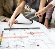 Het de Organisatiebeheer van de kalenderontwerper herinnert Concept eraan Royalty-vrije Stock Foto's
