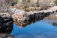 Het de oude Muur en Meer van de Opdrachtdam royalty-vrije stock foto's