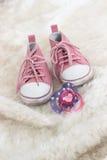 Het de roze schoenen en model van de baby Stock Foto's