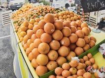 Het de sinaasappelencitrusvruchten en snoepje zijn populair en nuttig lichaam voor verkoop op de markt royalty-vrije stock foto's