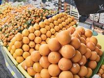 Het de sinaasappelencitrusvruchten en snoepje zijn populair en nuttig lichaam voor verkoop op de markt stock fotografie