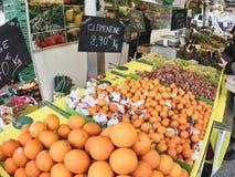 Het de sinaasappelencitrusvruchten en snoepje zijn populair en nuttig lichaam voor verkoop op de markt stock foto's