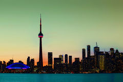 Het de stadscentrum van Toronto, Canada als nacht valt Royalty-vrije Stock Foto's