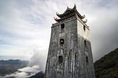 Het de steenpagode en paviljoen in Tempel op Fansipan-berg bereiken de hoogste berg in Indochina een hoogtepunt royalty-vrije stock fotografie