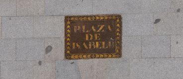 Het 2de vierkant van Isabel in de straatteken van Madrid Stock Afbeelding