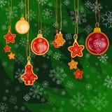 Het de vrolijke ballen en speelgoed van de Kerstmisdecoratie op de Kerstmisboom Royalty-vrije Stock Foto's