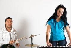 Het de zingende trommels en orgaan van de band Stock Foto