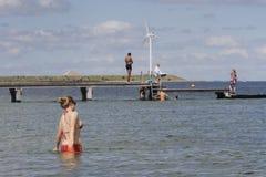 Het de zomerleven op een zonnige de zomerdag bij strand Royalty-vrije Stock Foto's