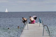 Het de zomerleven op een zonnige de zomerdag bij strand Stock Fotografie