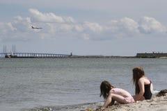 Het de zomerleven op een zonnige de zomerdag bij strand Stock Afbeelding