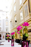 Het de zomerplatform van koffie op straten van oud Salzburg, Oostenrijk Royalty-vrije Stock Foto