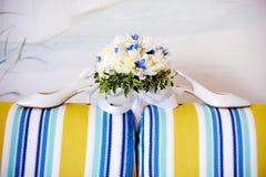 Het boeket van het huwelijk van witte pioenen Stock Foto's