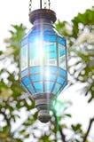 Het decoratieve glas van de straatlantaarn lichte glans stock foto