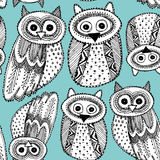Het decoratieve zwarte blauwe naadloze patroon van Hand dravn Leuke Owl Sketch Doodle Stock Foto