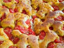 Het deeg Focaccia van het brood. Italiaans Voedsel. stock foto's