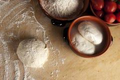 Het deeg van het brood, pizzadeeg Stock Foto