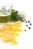 Het deeg van ingrediënten, knoflook, olie, greens, peper Royalty-vrije Stock Fotografie