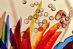 Het deel van het gebrandschilderd glasvenster met dalingen van glas Stock Foto's