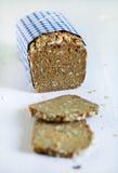 Het Deense rustieke gehele korrel gesneden brood van het roggebrood met zaden royalty-vrije stock fotografie