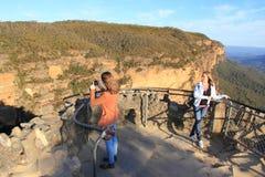 Het dek Blauwe Bergen van de observatie met tienermeisjes Stock Foto