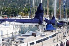 Het dek van de zeilboot Royalty-vrije Stock Foto's