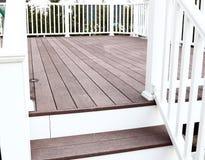 Het dekvloer van Trex met stappen stock afbeeldingen
