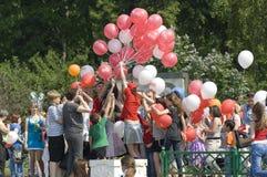 Het delen van baloons Stock Foto
