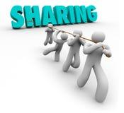 Het delen van Economiemensen Team Pulling Word Working Together Stock Afbeeldingen