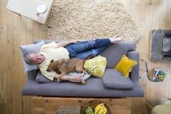 Het delen van het Hond` s Leven royalty-vrije stock foto