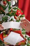 Het delen van het wafeltje van de Kerstmisvooravond royalty-vrije stock foto
